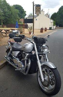 triumph thunderbird 1600 outside the cross keys upwood