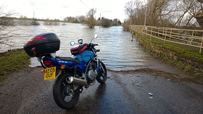 Kawasaki-by-flooded-road700px